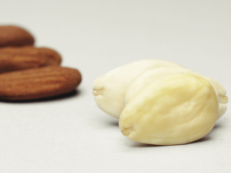 04 WHOLE BLANCHED ALMOND